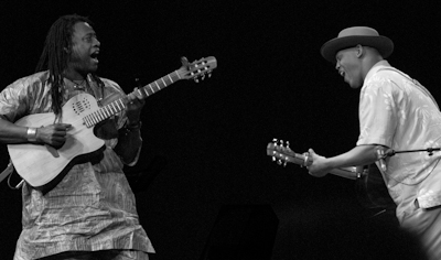 Habib Koite (l.) und Eric Bibb (TheNoise)